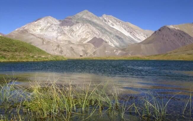 Lago de Horcones, no Aconcágua Provincial Park, próximo a Mendoza é outra possibilidade de passeio