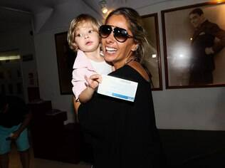 A apresentadora Adriane Galisteu conta que o nascimento do filho Vittorio representou uma transformação em sua rotina e hábitos