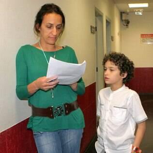 Guilherme Seta passa o texto com sua mãe antes de gravar