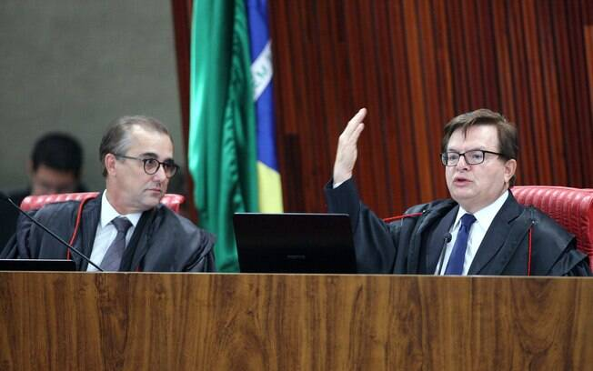 Admar Gonzaga e Herman Benjamin em sessão de julgamento da ação que pede a cassação da chapa Dilma-Temer