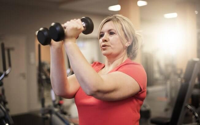No treino na academia, realizar os movimentos de forma correta e com o desempenho adequado é mais importante