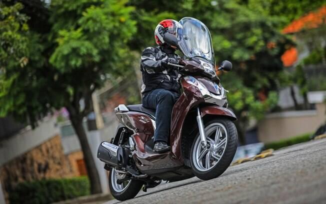 Honda SH300i: Eis o novo visual, proporcionado pela cor Marrom Perolizada