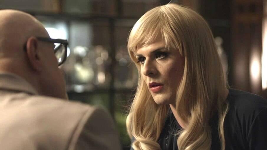 Rúbia diz a Pedrinho que seu nome é Flávio e ele revela que já sabia que ela era Drag Queen