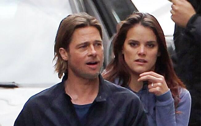 Brad Pitt e a bela assistente