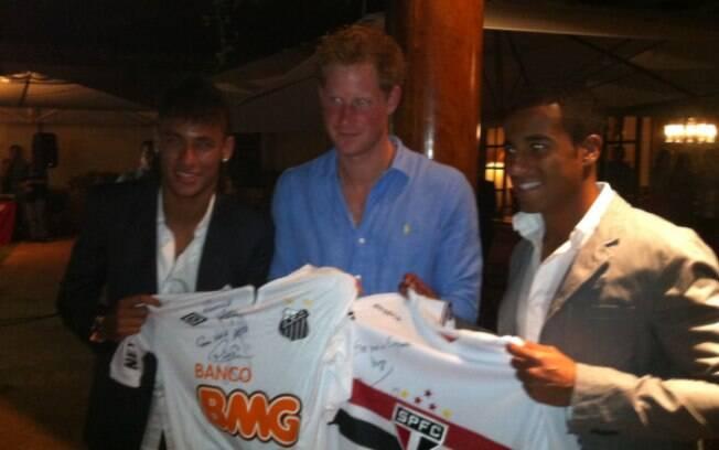 Lucas, jogador do São Paulo, também participou do leilão beneficente do Príncipe Harry