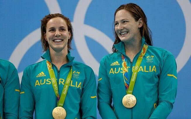 Australianas ganham medalha no revezamento 4x100 livre