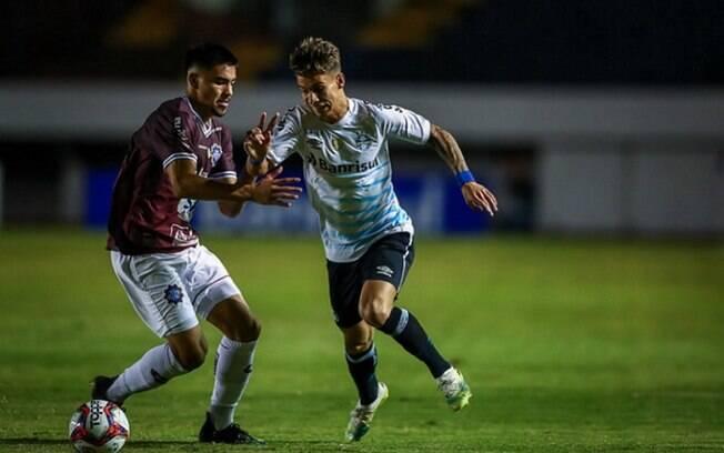 Com 2 de Diego Souza, Grêmio vence e encaminha vaga na final do Campeonato Gaúcho