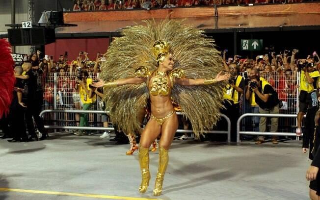 Sabrina Sato desfila como rainha da Gaviões da Fiel no carnaval de São Paulo