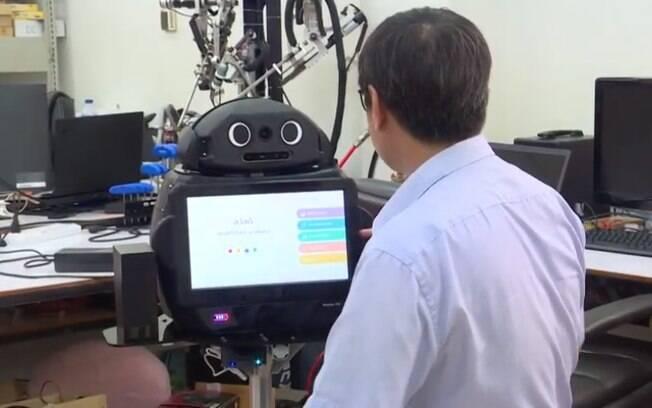 Robô Ninja cuidou de pacientes no lugar dos médicos