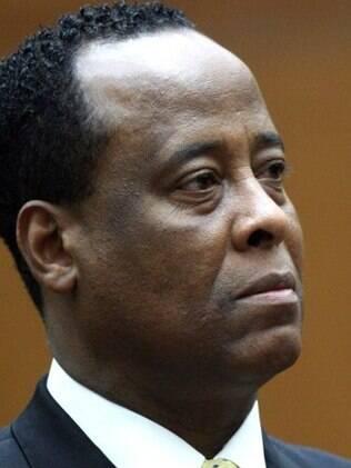 Os advogados de Conrad Murray desistiram do argumento de que o Michael havia ingerido sozinho a dose do anestésico propofol