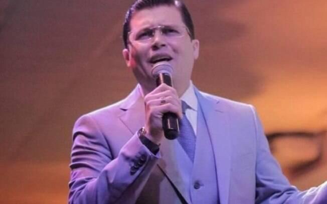Pastor Davi Goes foi criticado por divulgar dados mentirosos sobre a CoronaVac durante culto