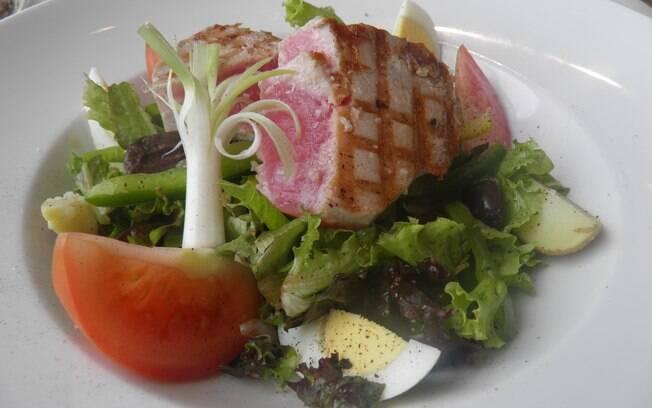 Combinação peixe e salada é permitida no detox