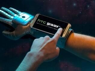 Outro aparelho que está fazendo sucesso no dia da mentira é o item da rival da Samsung, o HTC Gluuv