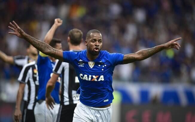 Dedé comemora gol do Cruzeiro