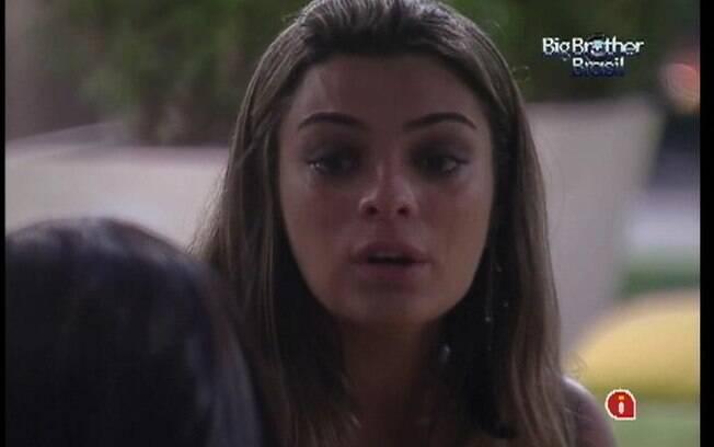 Monique não segura as lágrimas em conversa com Kelly e Fabiana