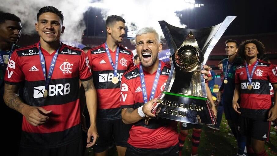 Arrascaeta e Flamengo negociam renovação