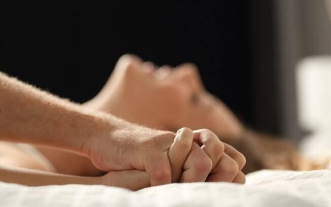 Manter a vida sexual movimentada após muito tempo de relacionamento é trabalhoso, mas testar uma posição sexual, realizar um fetiche e abusar da criatividade são opções interessantes para animar as coisas entre quatro paredes