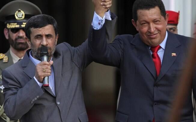 Presidente iraniano, Mahmoud Ahmadinejad, e Chávez se encontram em Caracas em novembro de 2009