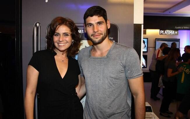 Giovanna Antonelli e Dudu Azevedo em lançamento de celular em São Paulo