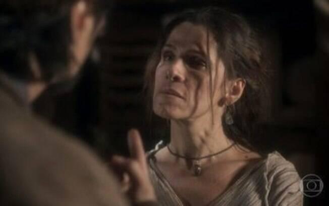 Hassan obriga Elvira a contar onde Thomas esconde seus tesouros, em Novo Mundo