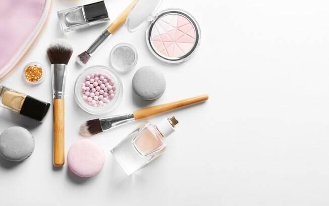Saber como cuidar da pele antes e depois da maquiagem é muito importante