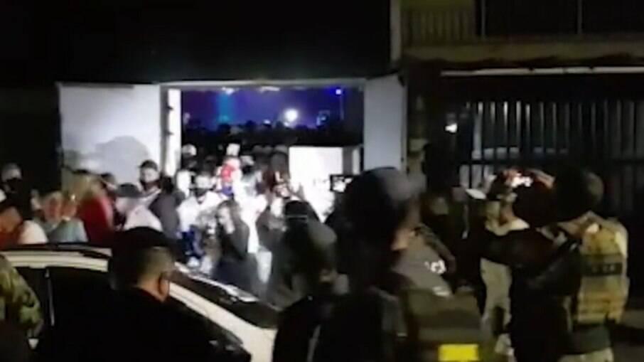 Polícia Civil encerra festa clandestina com 600 pessoas em Osasco