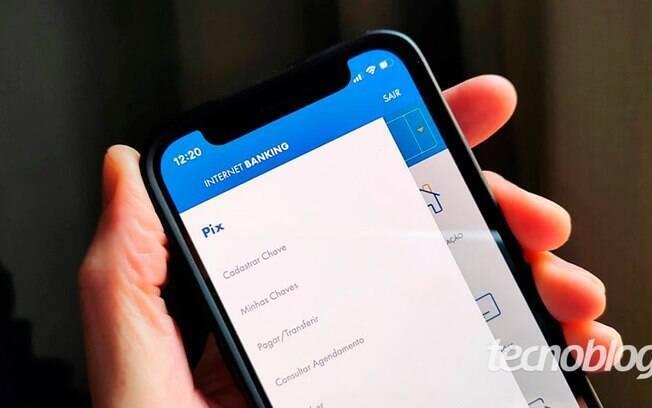 O que fazer com a chave Pix ao trocar o número de celular?