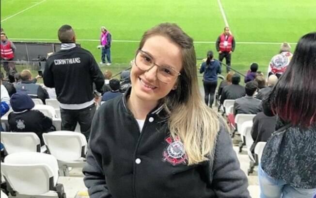Por ser mulher, a corintiana Vitória diz que as pessoas falam para ela tomar cuidado quando vai ao estádio sozinha