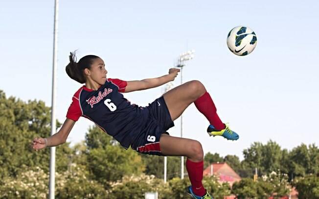 Atuando como meia-atacante pela Universidade do Mississipi, Rafaelle foi artilheira da Conferência Sudeste em 2013, com 22 gols