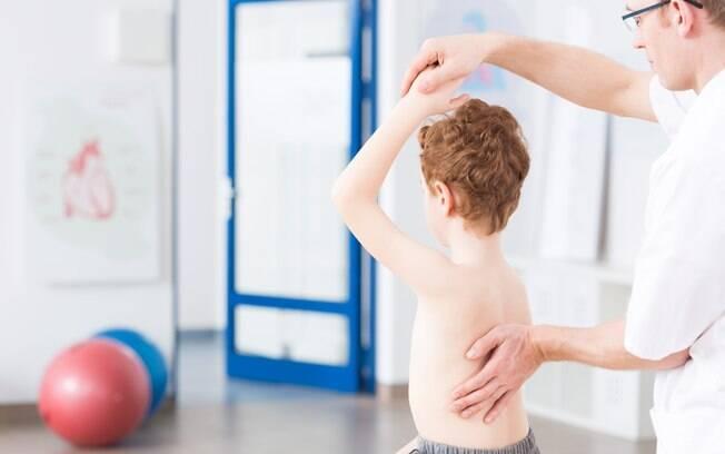 O cirurgião plástico explica que, com o tratamento adequado, é possível viver normalmente; fisioterapia está na lista