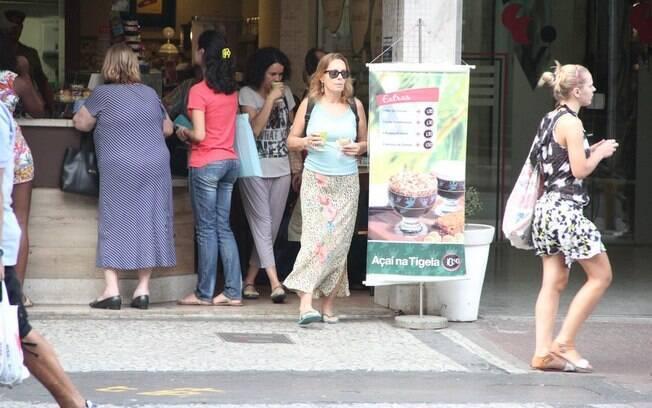 Maria Zilda não gostou do clique na porta da lanchonete de Ipanema, no Rio