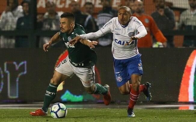 Willian em campo pelo Palmeiras em partida da Copa do Brasil