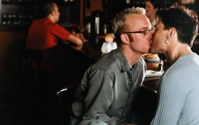 17. Ele visita bares gays alegando que foi apenas fazer companhia a seu amigo gay. Foto: Thinkstock