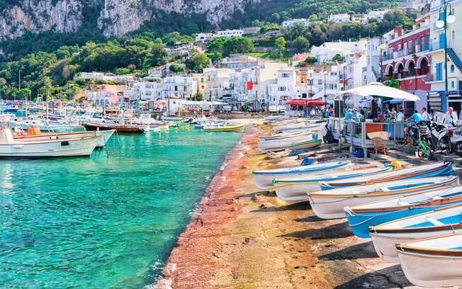 Barcos estacionados na Marina Grande, em Capri