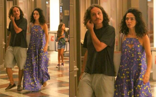 Cláudia Ohana passeia com o namorado em shopping nesse domingio (05), no Rio