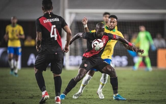 Neymar começou o amistoso diante do Peru no banco de reservas e entrou no 2º tempo
