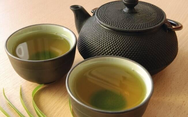 O chá verde contém epigalocatequina, um composto semelhante aos flavonóides, que ajuda na prevenção do câncer . Foto: Getty Images