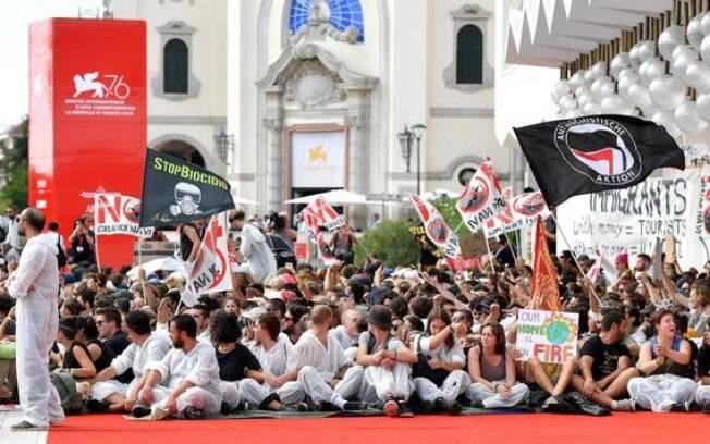Ativistas fazem protesto em Festival de Veneza