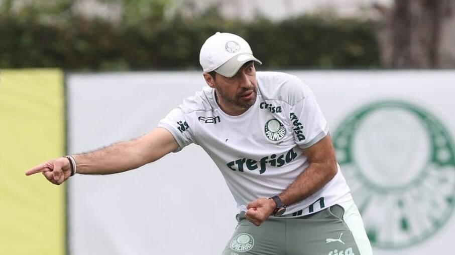 Abel Ferreira comanda treino do Palmeiras antes de enfrentar a Chapecoense