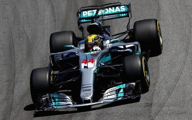 Lewis Hamilton em ação no GP do Brasil de Fórmula 1, em Interlagos