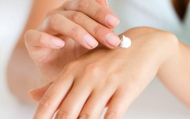 Veja qual é a quantidade correta de produtos para a pele para aplicar diariamente