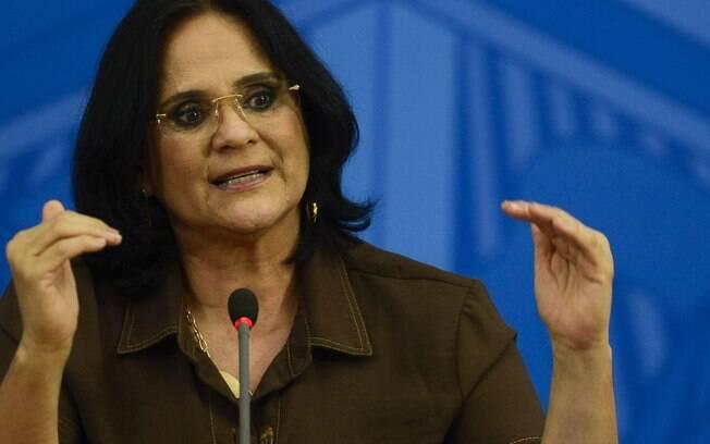 Grupo de Damares que vai revisar Política Nacional de Direitos Humanos tem militantes antiaborto e militar católico