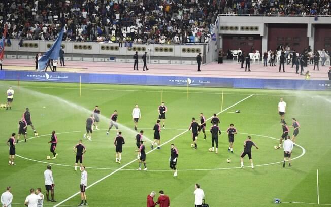 PSG faz treino aberto para 6 mil pessoas em Doha, no Catar