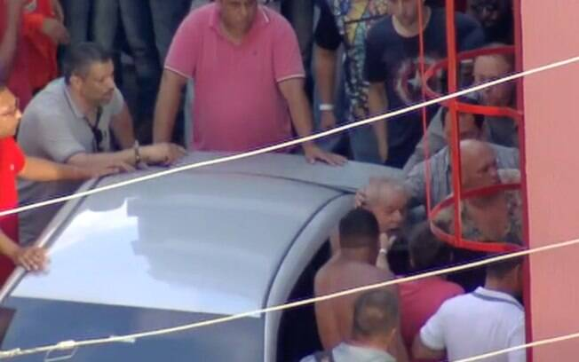 Lula não consegue deixar o Sindicato dos Metalúrgicos por resistência dos militantes do PT