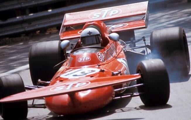 O March 711, de 1971 contava com um aerofólio dianteiro elevado. O aerofólio traseiro também não era dotado de beleza. Resultado: um dos carros mais feios