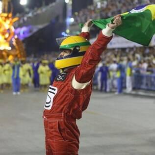 Unidos da Tijuca relembra Ayrton Senna e acelera na avenida