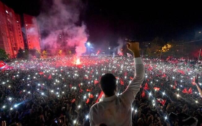 Prefeito eleito de Istambul comemorou vitória na cidade