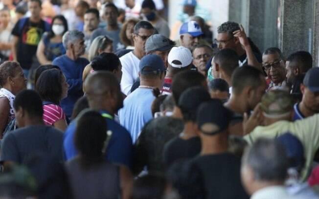 A prefeitura de São Paulo já recebeu mais de 37 mil denúncias de aglomerações. Não utilizar máscara em estabelecimentos também resulta em multa