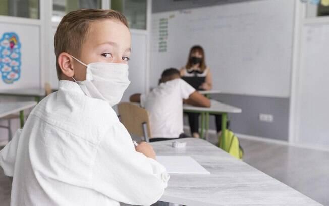 Na volta as aulas, crianças terão de usar máscaras e lidar com distanciamento e medidas de higiene e prevenção em relação ao novo coronavírus