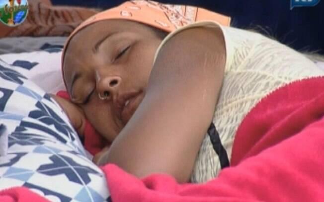 Valesca Popozuda dorme durante a tarde